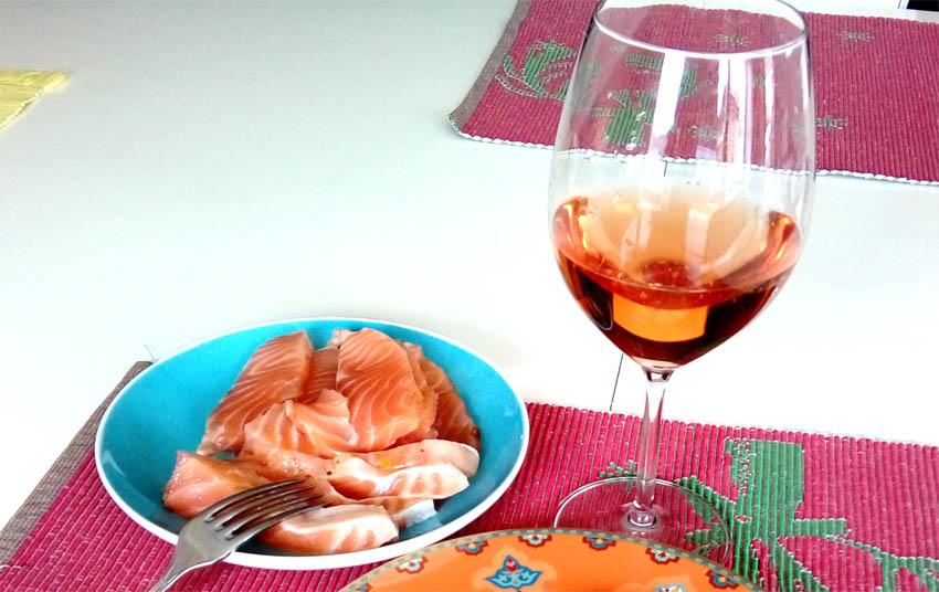 Розовое вино к красной рыбе