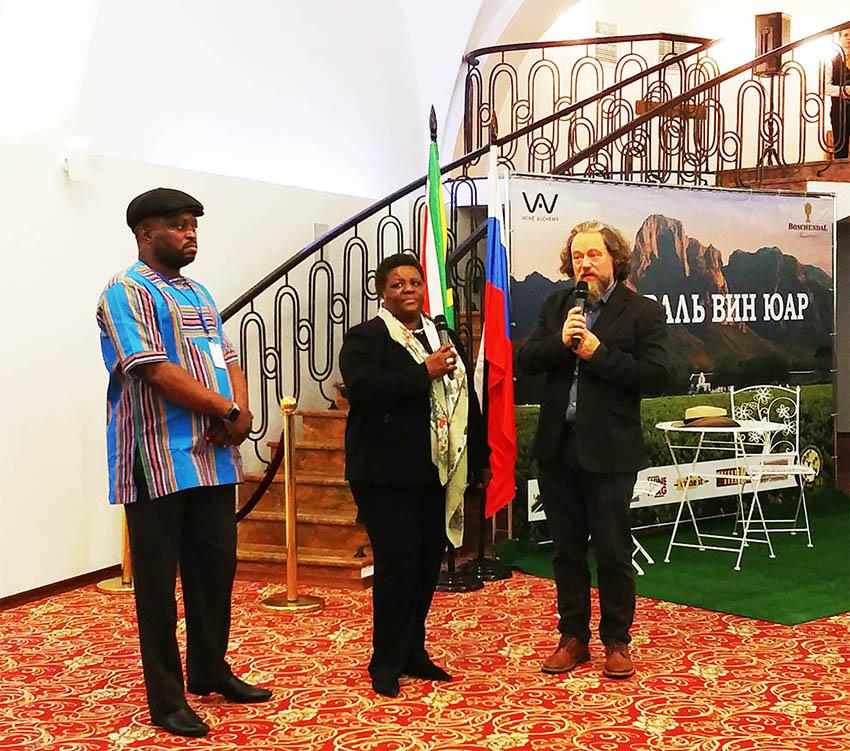 Перед всеми выступила посол ЮАР в России миссис Номасондо Мария Сибанда-Туси