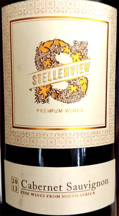 Красное полусухое. 2013. ЮАР, регион — Вестерн Кейп (Стелленбош). Виноград: Каберне Совиньон. Вино выдерживалось в дубовых бочках около 20 месяцев. Аромат: приятный - легкие травянистые (виноградные гребни) тона, легкие тона спелой вишни, легчайшие нотки подвяленных темных ягод, легкие тона черной смородины, еле-заметные оттенки темных слив, легчайшие минеральные оттенки (почва), легкие нюансы сухих трав, еле-заметные оттенки специй (перец, ваниль). Вкус: средневкусное, хорошо сбалансированное, бархатистое — вначале, капельку сладковатое, легкие тона джема из темных слив, еле-заметные оттенки подвяленных красных и темных ягод, легчайшие нюансы спелой вишни, оттенки черной смородины, легчайшая терпковатость, кислинка красных ягод, еле-заметные тона сухотравья, еле-заметная минеральность (почва), легчайшие сливочные нотки, легчайшие приятные вяжущие оттенки, еле-ощутимые оттенки перца, ванили и лакрицы. Может питься со средневкусным красным мясом, пикантными блюдами из птицы, полутвердыми и твердыми невыдержанными сырами, мясной пастой и пиццей, нарезкой холодных мясных деликатесов. Хорошо пьется и без закусок. Цена: около 17 — 19 евро (продается в «Ароматном Мире» и в Интернете). Резюме: экстраординарно (8 из 10).